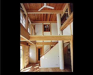 梁と柱を現した、伝統的空間『木組みの家』